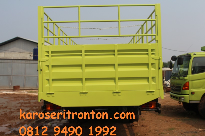 karoseri-bak-truk-drop-side-hino-tronton-1